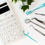 電卓と歯ブラシ