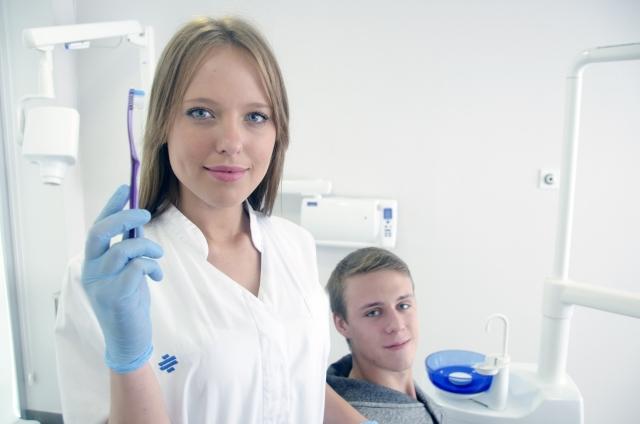 歯科医と患者
