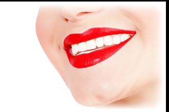 笑顔の歯が白い女性の口元